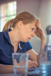femme le stress ordinateur