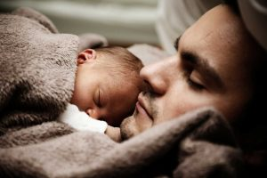 pere bebe mieux dormir