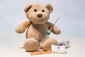 ours peluche se faire vacciner